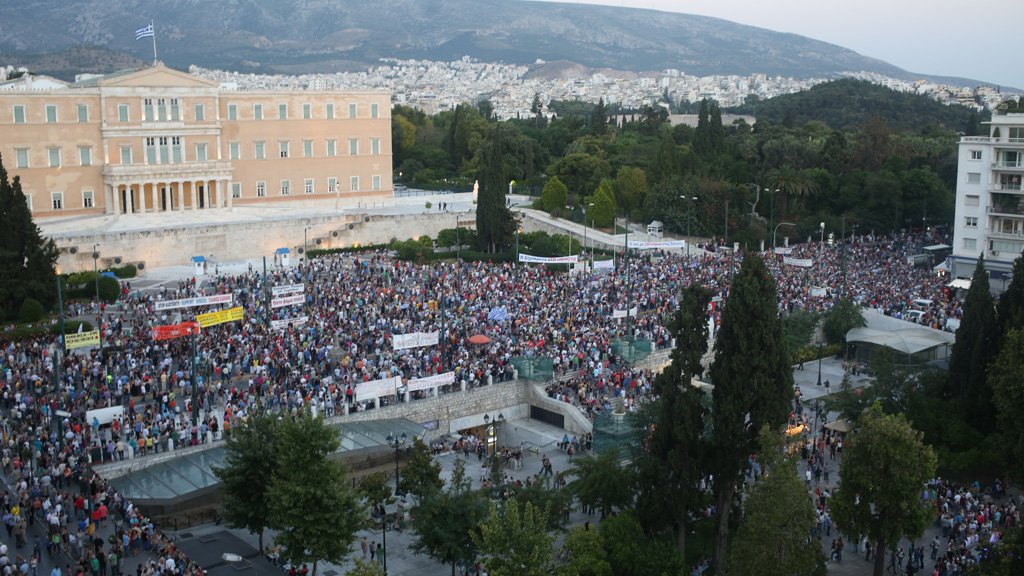 21_greece_protest_w