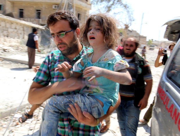 ATTENTION EDITORS - VISUAL COVERAGE OF SCENES OF INJURY OR DEATHA man carries a girl that survived double airstrikes on the rebel held Bab al-Nairab neighborhood of Aleppo, Syria, August 27, 2016. REUTERS/Abdalrhman Ismail - RTX2N9FK